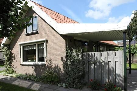 Riant vakantiehuis op boerenerf - Sondel - House