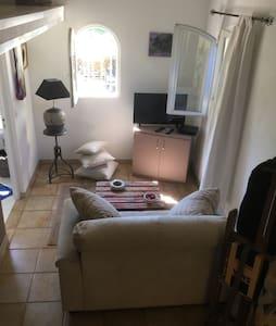 Chambre particulière dans maison - Byt