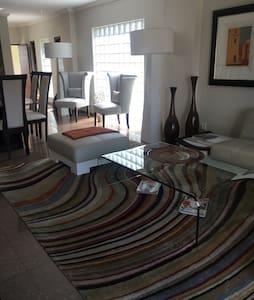 Luxurious 2 bedroom Apartment - Germiston - Apartment