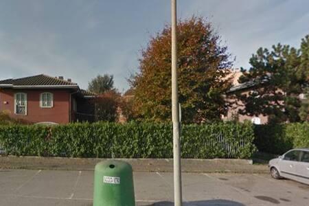 Stanza due letti Nandi 63 - Rho - House