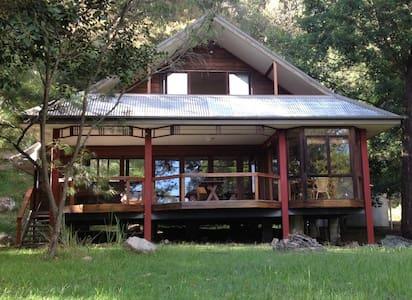 Coasters Retreat Holiday House - Rumah