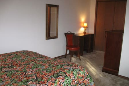 1 bedroom suite 15 minutes from ND - Adosado