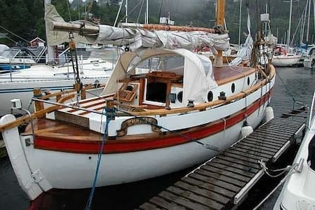 """Glimt"", a charming sailing boat. - Oslo"