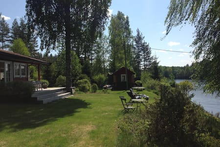 Idyllic country house, pier and beach at the river - Zomerhuis/Cottage