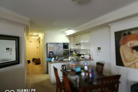悉尼华人社区高层公寓交通便利 - Apartemen