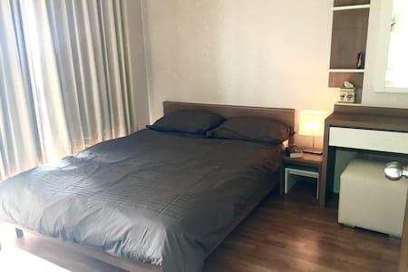 Modern room with river/city view - Kondominium
