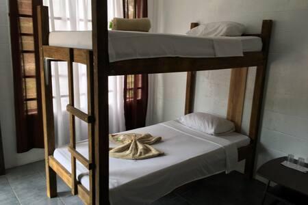 Dorm,cocina compartida, tv, Ac. - Dormitório