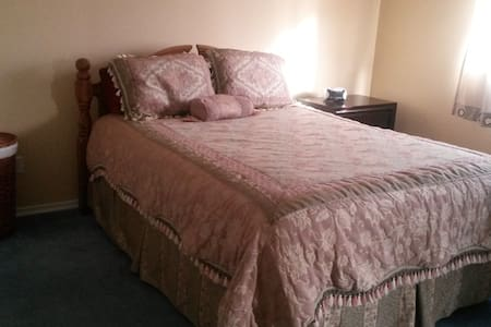 Large bedroom with en suite - Kelowna - Ev