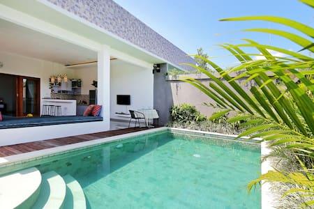 Lovely 1BR Villa near La Favela Seminyak - Villa