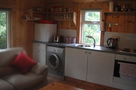 Cosy self contained cabin in Shieldaig - Chalet