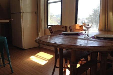 Charming Victorian View Apartment - Bellingham - House