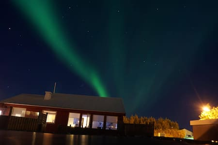 Guesthouse EIR only 3 km from the Keflavik airport - Keflavík - House