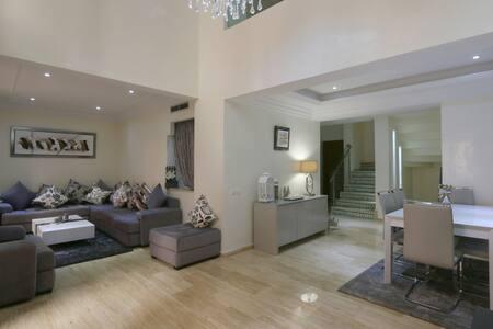 Magnifique duplex neuf 145m²- piscine - bien situé - Appartamento