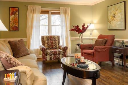 Cozy home-Quiet,Family Neighborhood - House