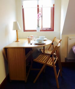 Close to the uni, self contained, private room. - Hus