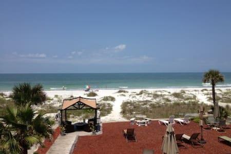 Charming Beachfront Studio - Indian Shores