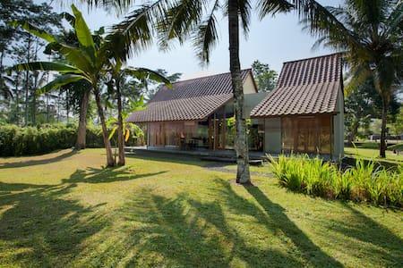 Villa Parikesit - Salatiga