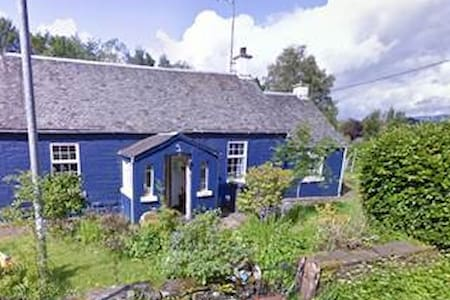 8 person house by Loch Lomond suits outdoor lovers - West Dunbartonshire