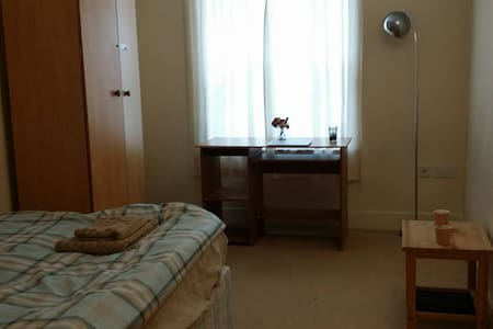 doubleroom + separate bathroom--close to town&uni - Reading - Apartament