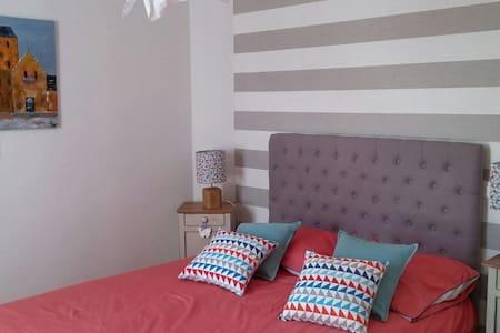 Chambre agréable avec vue jardin - Chavagne - House