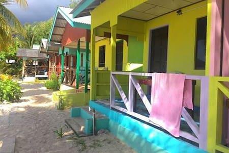 Rainbow Chalet Juara Village Tioman - Faház