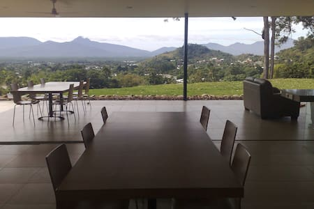 Ultimate Cairns holiday experience - Bayview Heights - Hus