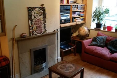 Sunny double-room. Close to city and universities. - Casa
