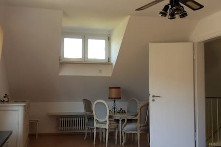 Cosy large room 2nd floor - München - House