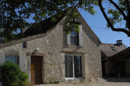 Independant house in a typical farmhouse in Quercy - Rumah