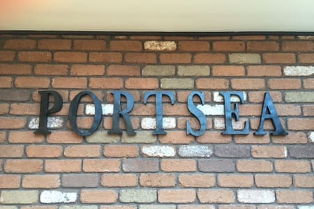 PORTSEA -The Deck - House