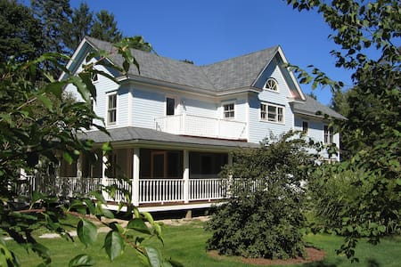 Charming 2-BR apartment, center of Lenox, MA - Lenox - アパート