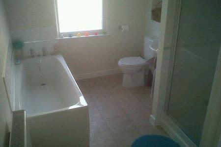 Double room near Bristol centre! - Bristol - House