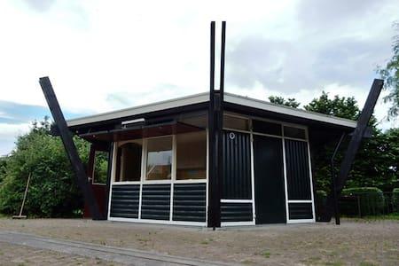 Luxe Trekkershut De Pluimweide te Hoedekenskerke - Chalet