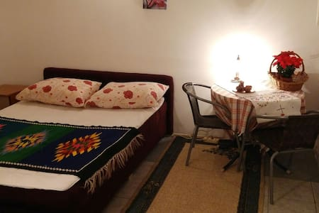Double bedroom- private bathroom - Mostar - House