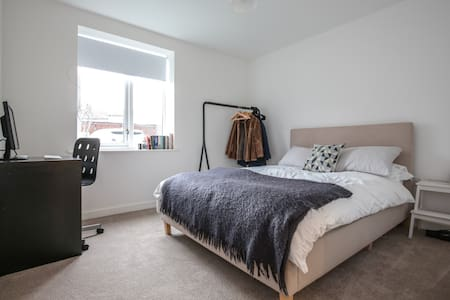 NW11 Quiet, warm, large 2 bed apartment. - Apartment
