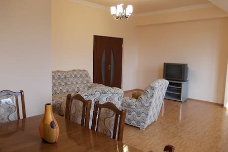 Sunny Apartment at Paruyr Sevak str - Erywań