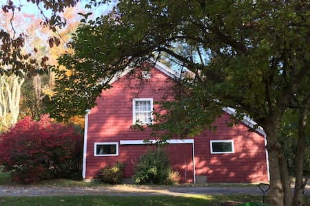 Charming 2 Bdrm Barn Near New Haven - Lakás