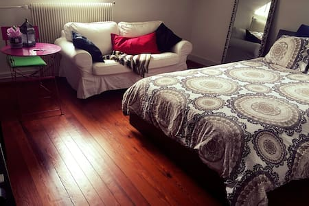 Spacious&Lovely Room in Downtown Montreux,Jazz - Appartement