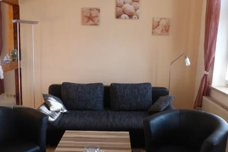 4-Sterne Ferienwohnung OG mit 105m² - Gützkow - Lägenhet