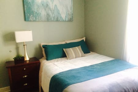 CHIC ROOM - 1 BLOCK FROM TRAIN (CTA BROWN LINE) - Chicago - Appartement en résidence
