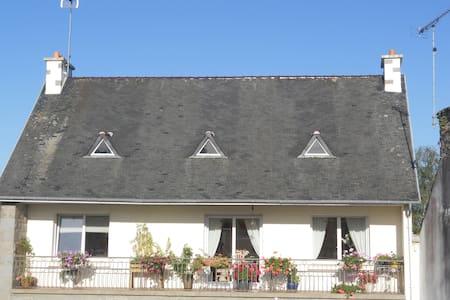 logement accueillant et lumineux  a l etage - Daire