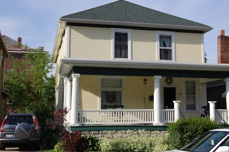 Classic Turn of the Century Home - Nelsonville - Haus