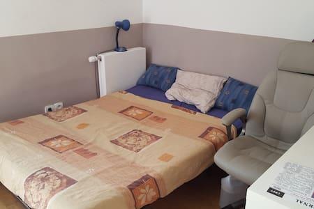 Chambre privée dans une maison - Rumah