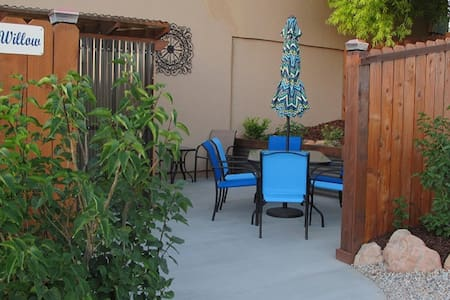 Desert Willow  spacious with awesome parking area - Moab - Apartment