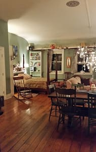 Tasteful and Eclectic Downtown Rhinebeck Loft - Loft