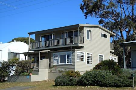 The Rowse House at Hyams. Sleeps 9 - House