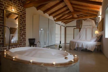 """Alto Monferrato Country House """"Il Riposo"""" Alba - San Damiano D'asti - Villa"""