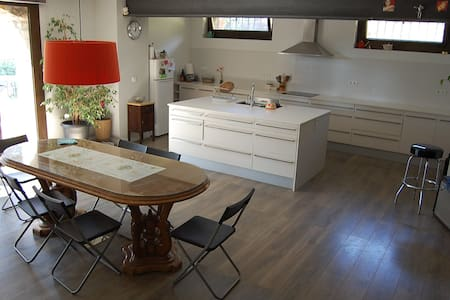 Acogedor apartamento cerca de Barcelona - Huoneisto