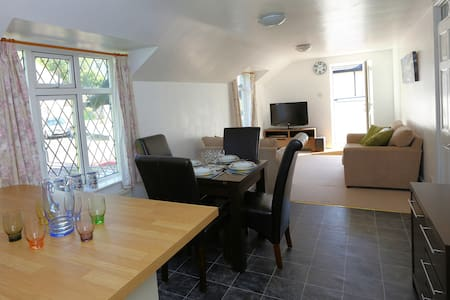 Country home, 10 minute walk to the beach - Perranporth