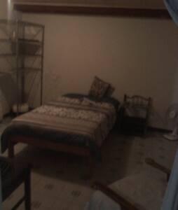 Apartamento cómodo y equipado - Leilighet
